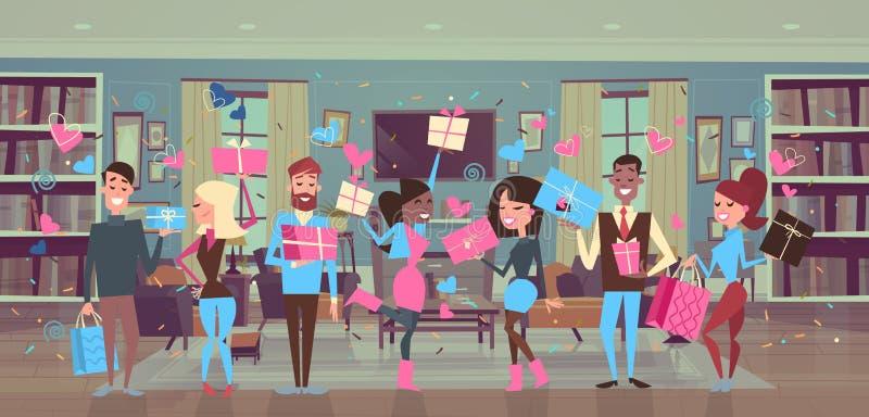 Die Gruppe von Personen, die Geschenkboxen über Herzen hält, formt Mann-und Frauen-Valentinsgruß-Tagespartei-Feier stockbild