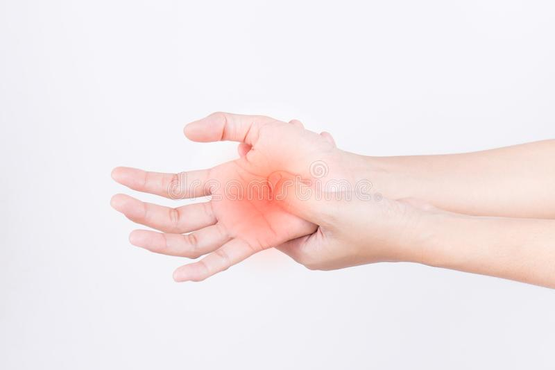 Die Hände des Mädchens mit den Schmerz, Karpaltunnelsyndromschalung lizenzfreies stockfoto
