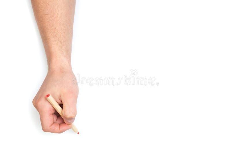 Die Hände des Mannes, die mit Farbbleistift auf lokalisiertem weißem Hintergrund mit Textplatz zeichnen lizenzfreie stockfotografie