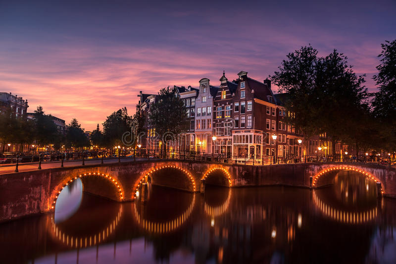 Die Häuser von Amsterdam stockbilder