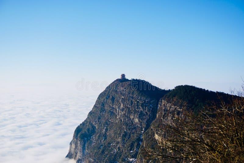 Die höchste Erhebung vom Emei Shan wird Wanfoding genannt stockfoto