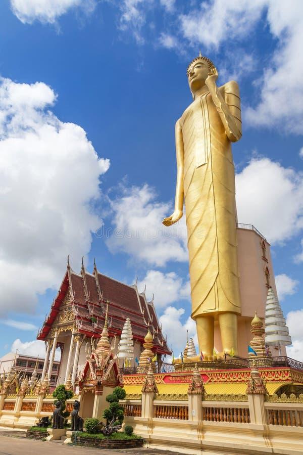 Die höchste Stellung allgemeiner Buddha-imagae Statue an wat Burapapiram-Tempel Roiet, Thailand stockfotos