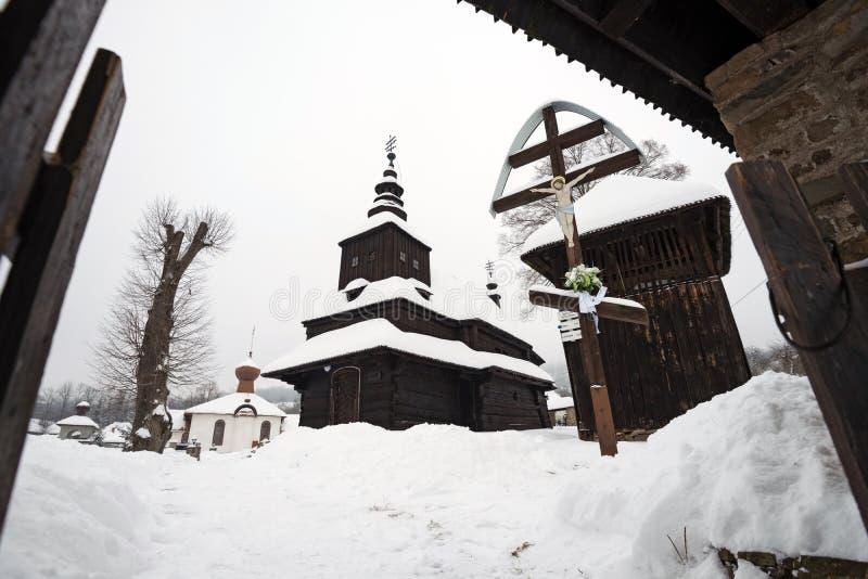 Die hölzerne Kirche des griechischen Katholischen in Rusky Potok, Slowakei lizenzfreie stockfotografie