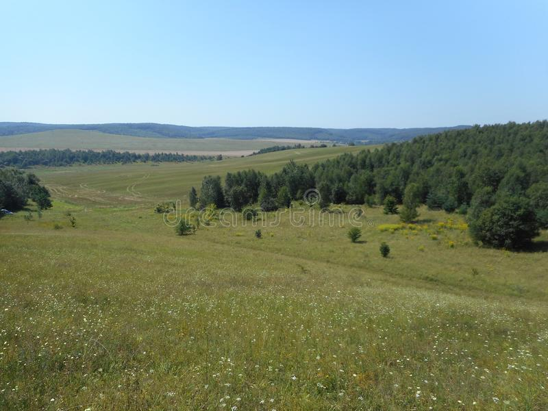 Die hügelige Landschaft um das Dorf von Vydra, Brody-Bezirk lizenzfreies stockbild