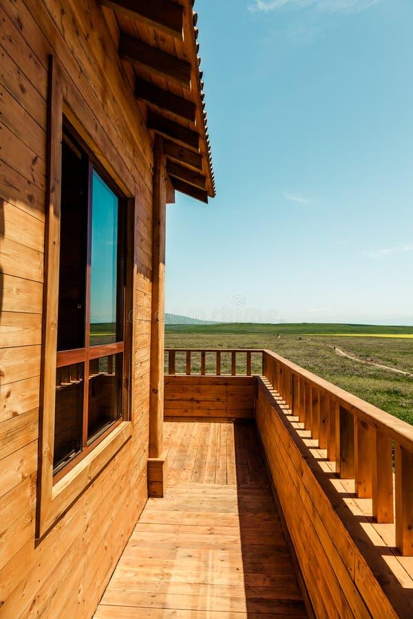 Die Hütten auf dem Grasland lizenzfreie stockbilder