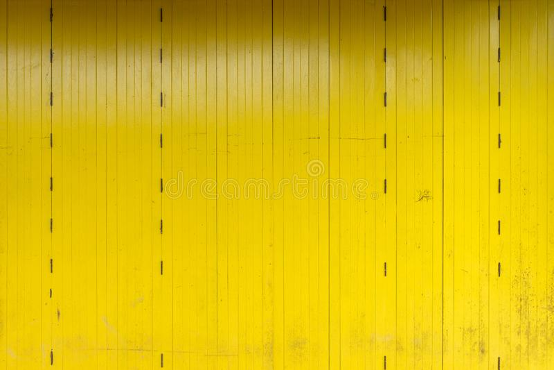 Die h?lzernen W?nde, die vom Schnittholz hergestellt werden, kommen als W?nde und N?gel zu halten Thail?ndische Vorlage der popul stockfoto