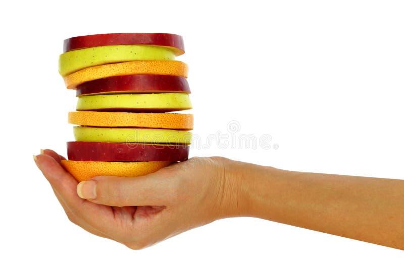 Die Hand der Frau mit frischer Frucht stockfotos
