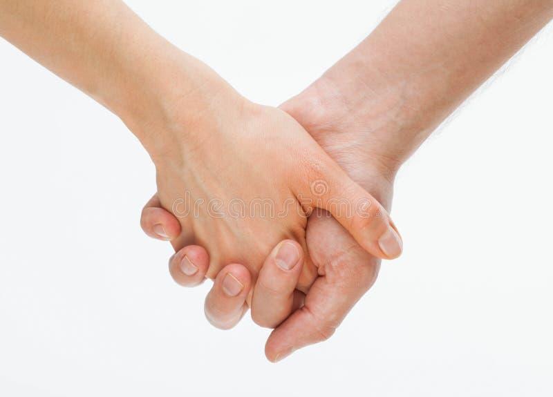 Die Hand des Mannes, welche leicht die Hand der Frau hält stockfotografie