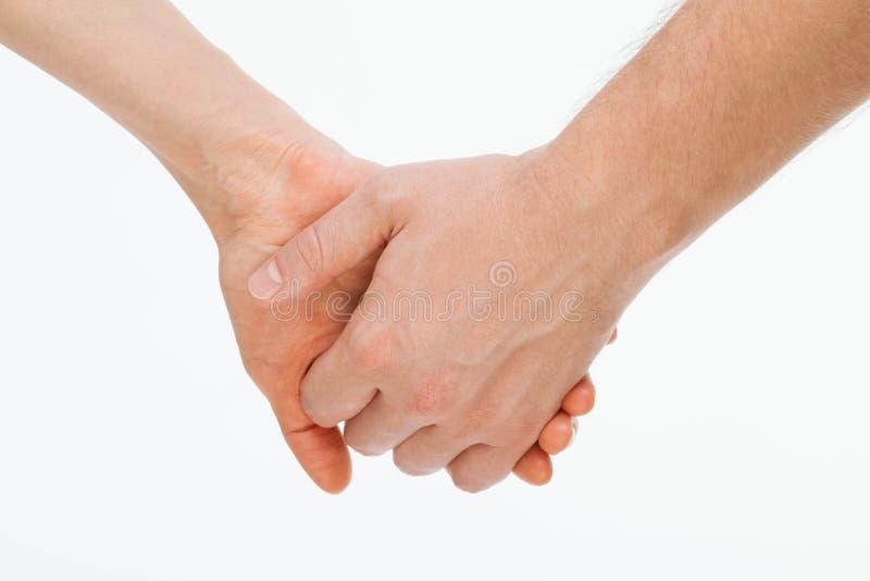 Die Hand des Mannes, welche leicht die Hand der Frau hält lizenzfreies stockbild