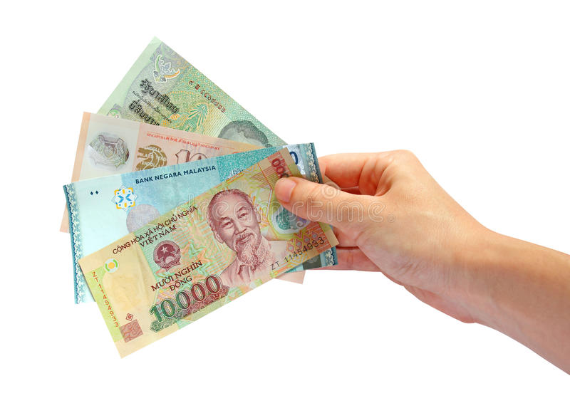 Die Hand, die asiatisches Bargeld anhält, trennte stockfotos