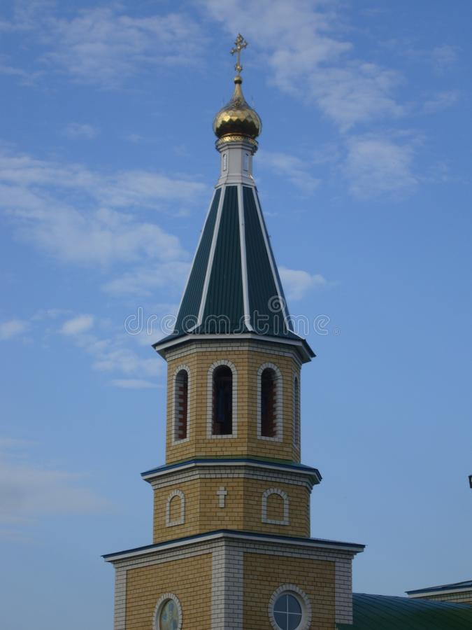 Die Haube einer Ziegelsteinkirche stockbild