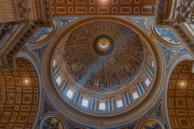 Die Haubenmalereien an der Haube des St. Peter Basilica di San stockbild