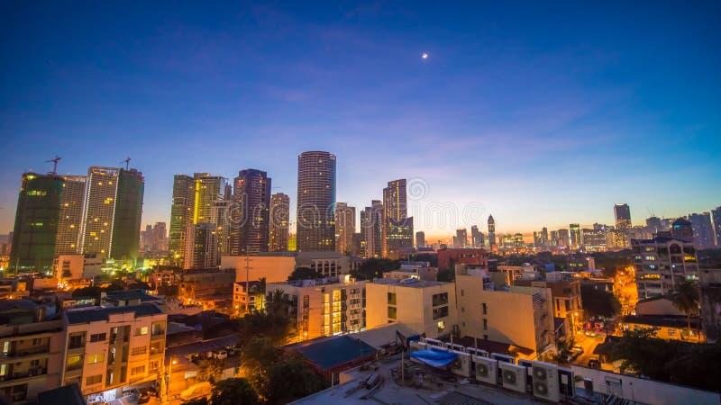 Die Hauptstadt der Philippinen ist Manila Makati Stadt Frühe Dämmerung in der Stadt lizenzfreies stockfoto