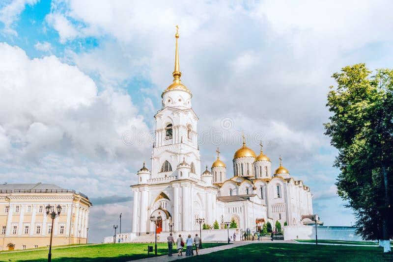 Die heilige Dormitions-Kathedrale in Vladimir-Stadt stockfotografie