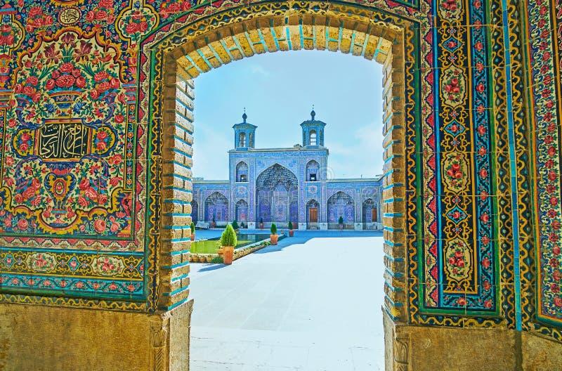 Die hellen mit Ziegeln gedeckten Dekors von Nasir Ol-Molk-Moschee, Shiraz, der Iran lizenzfreies stockfoto
