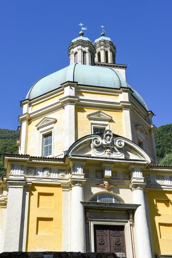 Die historische Kirche von Santa Croce bei Riva San Vitale stockfotos