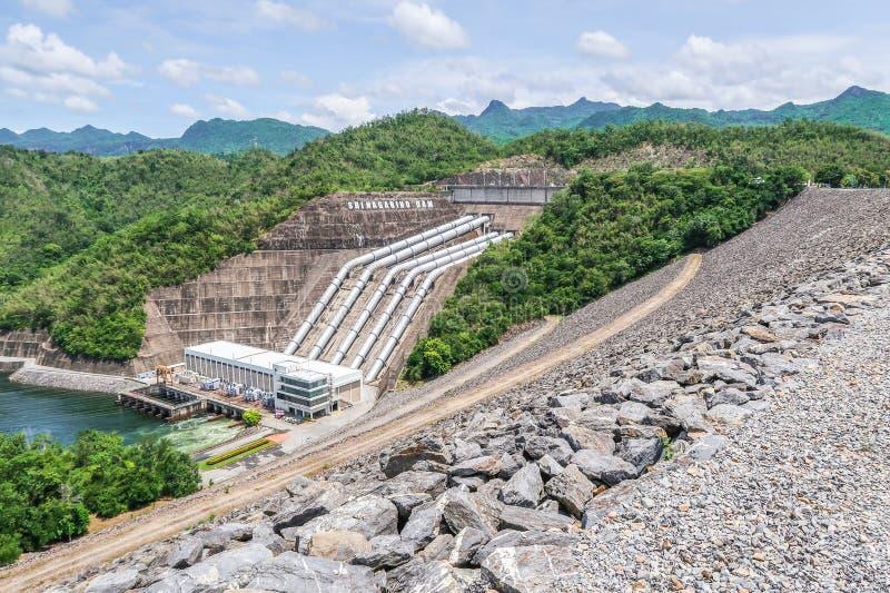 Die hydroelektrische Stromerzeugung an der Srinakarin-Verdammung bei Kanc lizenzfreie stockbilder