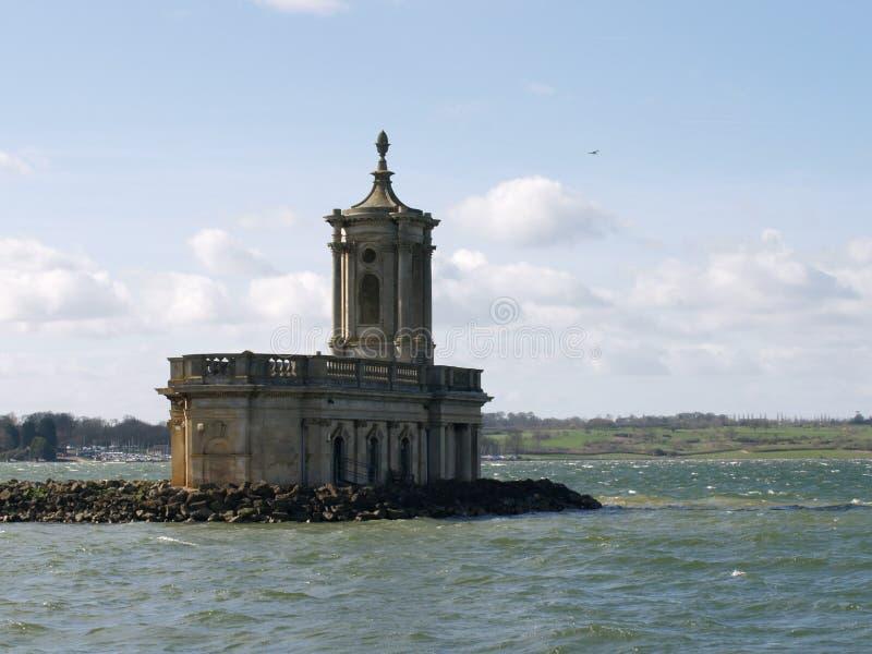 Die ikonenhafte Normanton-Kirche, Rutland Water lizenzfreie stockfotografie