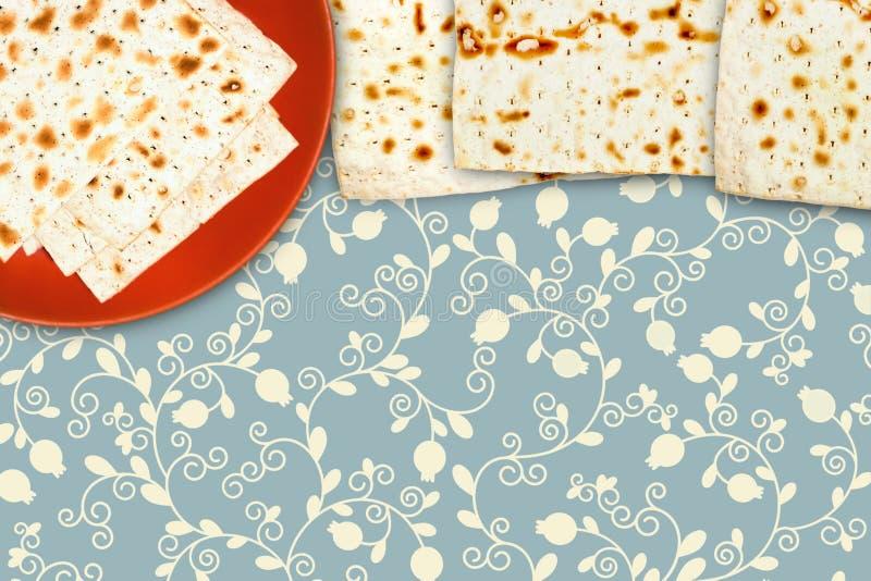 Die Illustration von Matzah für jüdisches Passahfest Ein obenliegendes Foto des jüdischen matza auf der keramischen Platte Einige stockbilder