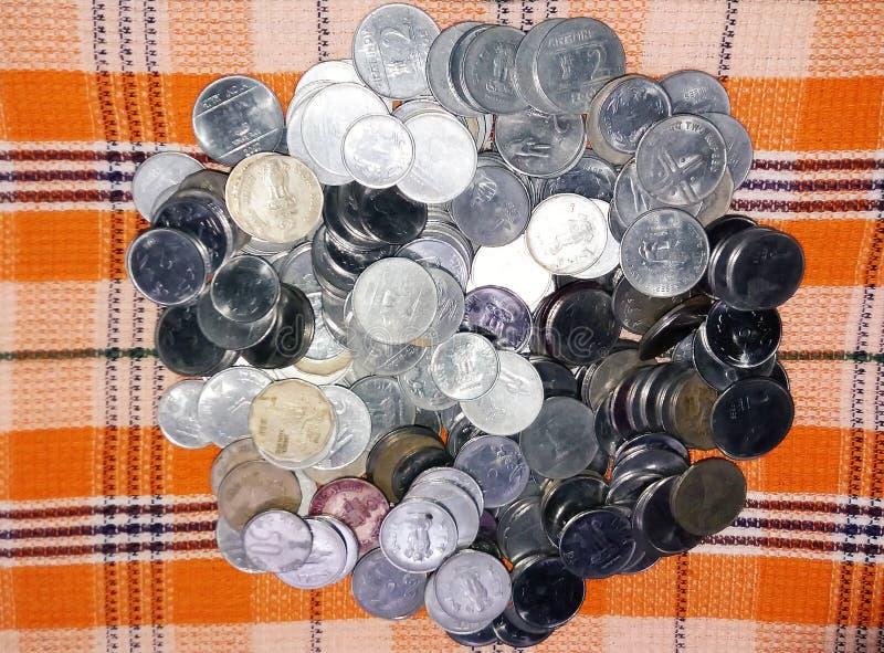 Die indischen Münzen veröffentlicht zu den verschiedenen Zeiten lizenzfreies stockfoto