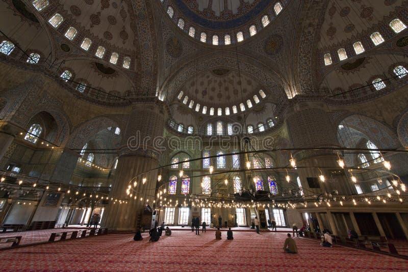 Die Innenansicht und die Decke von Sultan Ahmed Mosque riefen auch Blue Mosque in Istanbul, die Türkei an lizenzfreie stockfotos
