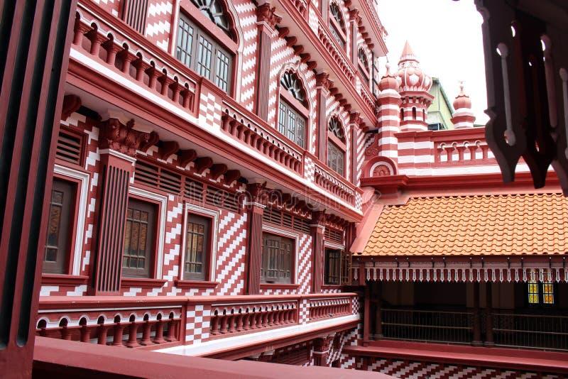 Die interessante Architektur roten Moscheen-Jami-ULs-Alfar in Colo lizenzfreies stockbild