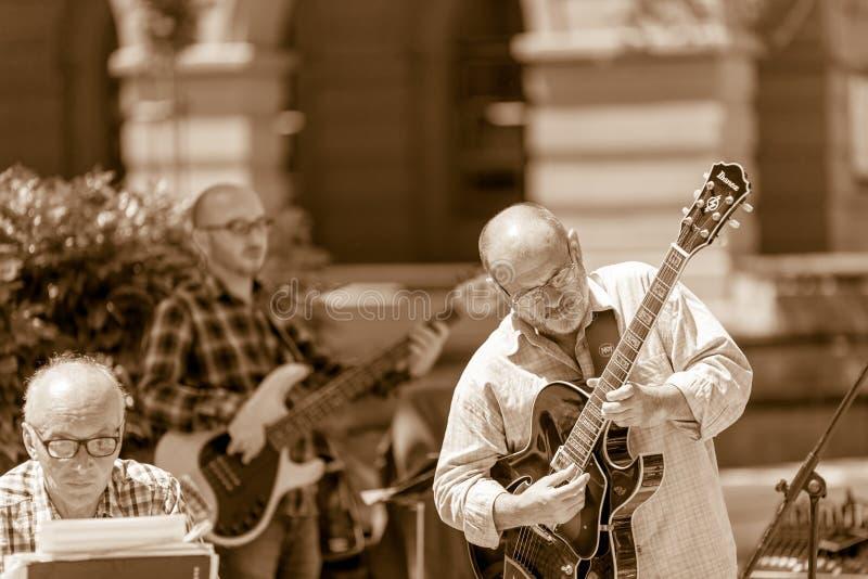 Die jazz solo schijnt zo moeilijk te spelen royalty-vrije stock fotografie