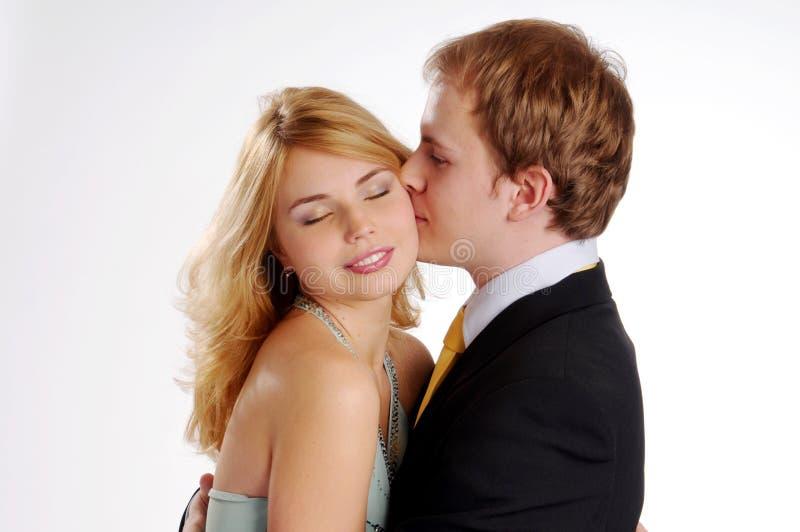 Die jungen attraktiven Paare in der Liebe stockfotos
