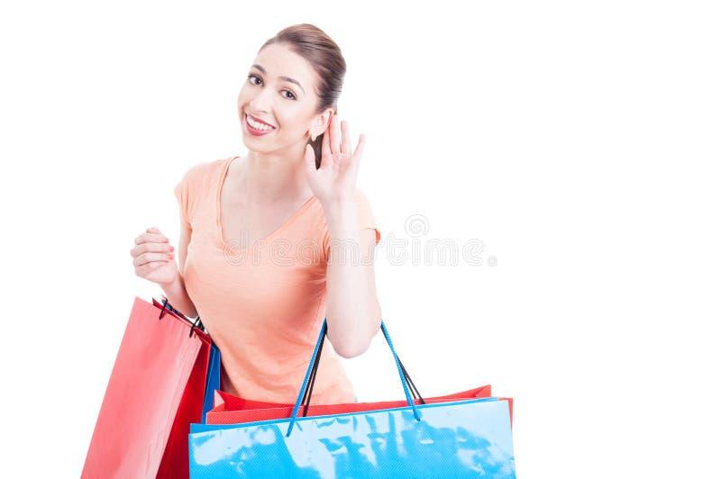 Die Käuferherstellung der jungen Frau kann Sie nicht hören zu gestikulieren lizenzfreies stockbild