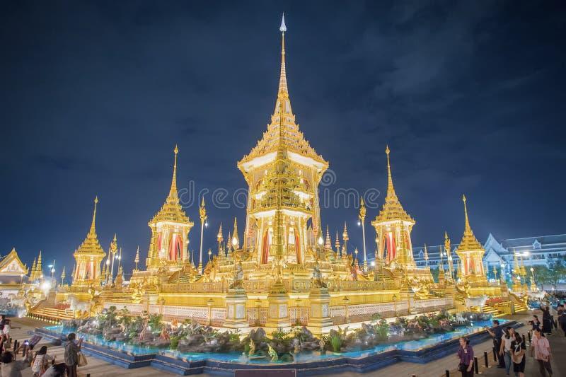 Die königliche Krematoriums-Replik für König Bhumibol Adulyadej Pra Mai Ru Maat bei Sanam Luang für königliche Begräbnis- Verbren stockfotografie