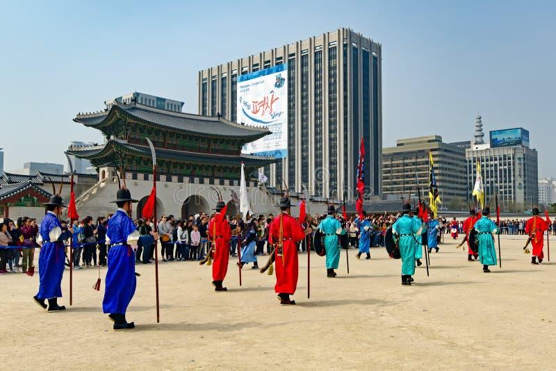Die königliche Schutz-ändernde Zeremonie in Gyeongbokgungs-Palast lizenzfreie stockfotos