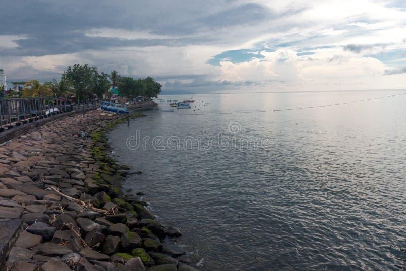Die Küste von singaraja stockfotografie