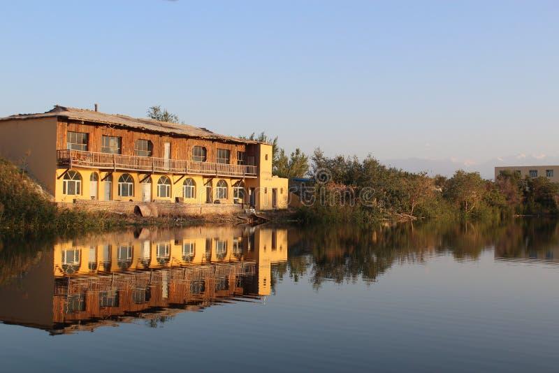 Die Kabine durch den See stockbilder