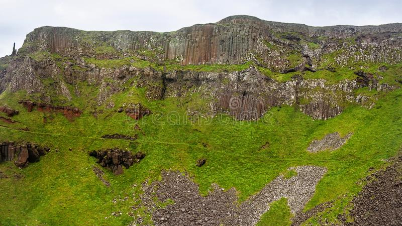 Die Kamin-Stapel-Basaltsäulen an riesiger ` s Damm Antrim, stockfotos