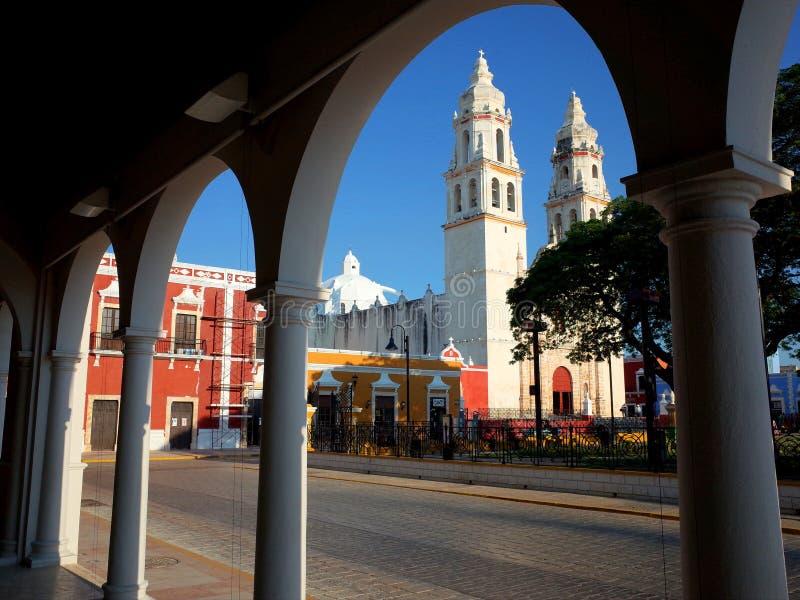 Die Kathedrale unserer Dame der reinen Konzeption in der ummauerten Stadt von Campeche lizenzfreies stockfoto