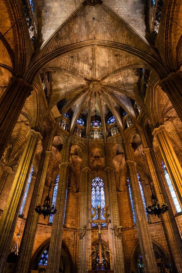 Die Kathedrale von Barcelona, Sonderkommando des lightful Chores in der typischen gotischen Art mit eleganten Glasfenstern Barri  lizenzfreies stockbild