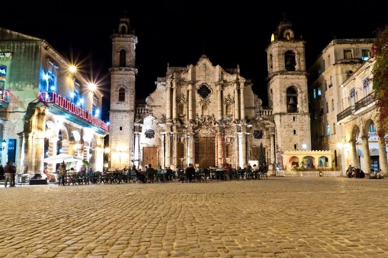 Die Kathedrale von Havana nachts stockfotografie
