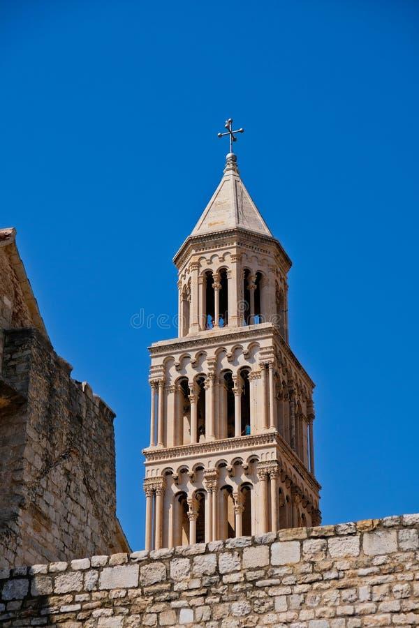 Die Kathedrale von Heiliges Domnius-Turm, Spalte, Kroatien lizenzfreies stockfoto