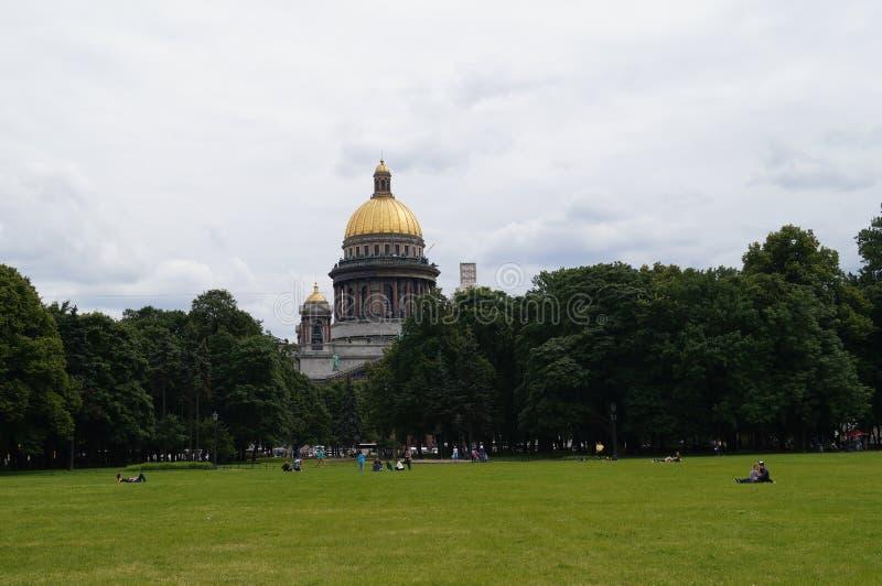 Die Kathedrale von St. Isaac in St Petersburg lizenzfreie stockbilder