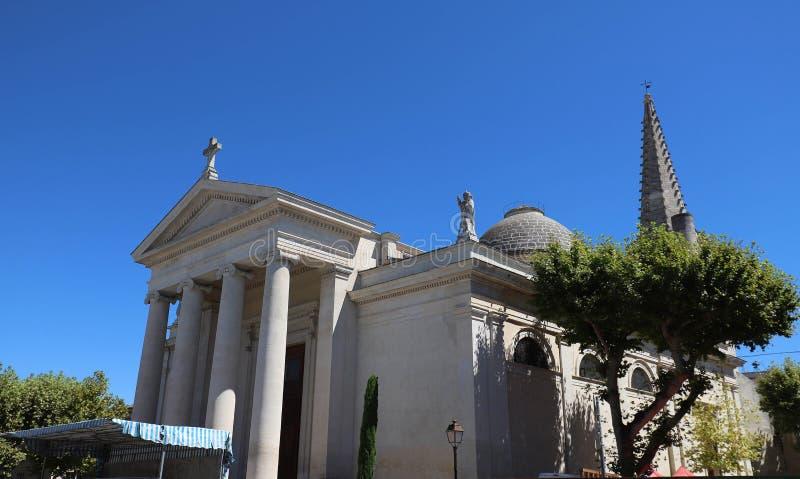Die katholische St- Martincollegekirche in Heilig-Remy-De-Provence, Frankreich lizenzfreies stockfoto