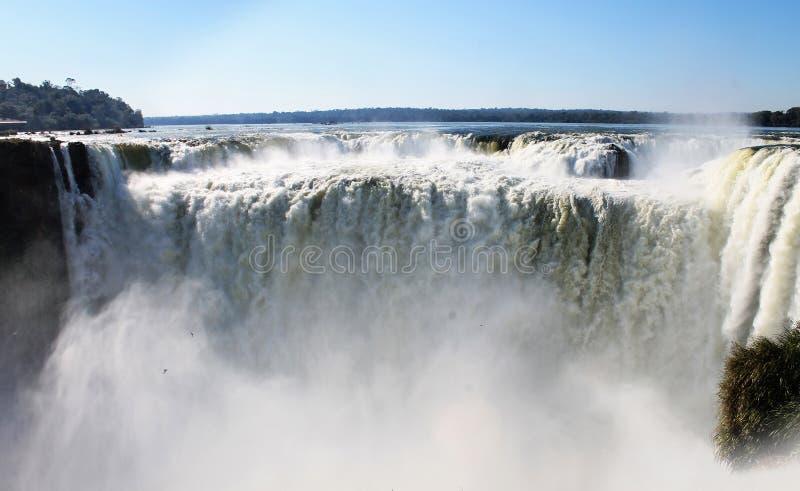 Die Kehle des Teufels - die Iguaçu-Wasserfälle, Argentinien lizenzfreie stockfotos
