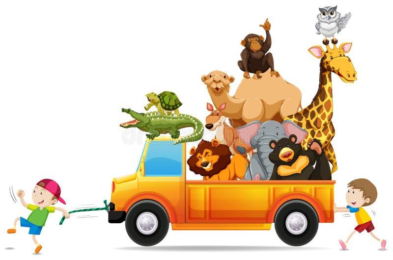 Die Kinder, die einen LKW ziehen, luden mit wilden Tieren lizenzfreie abbildung