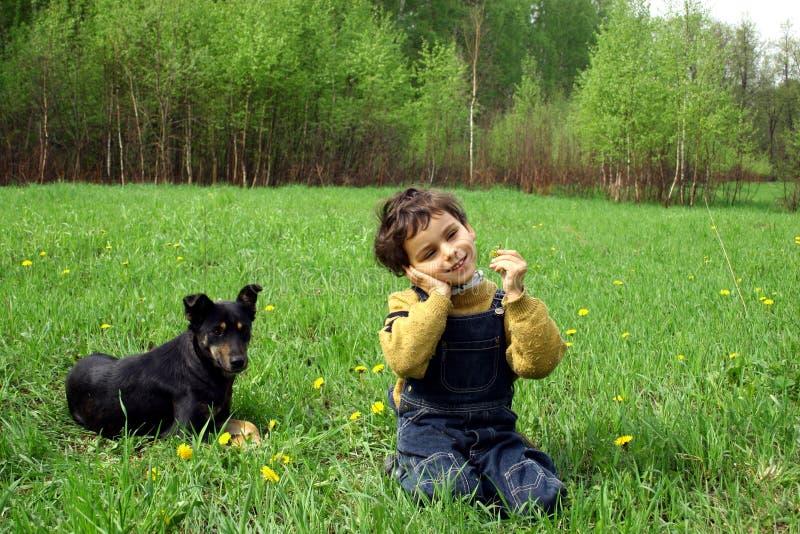 Download Die Kindheit. stockbild. Bild von vergnügen, gras, kind - 850731