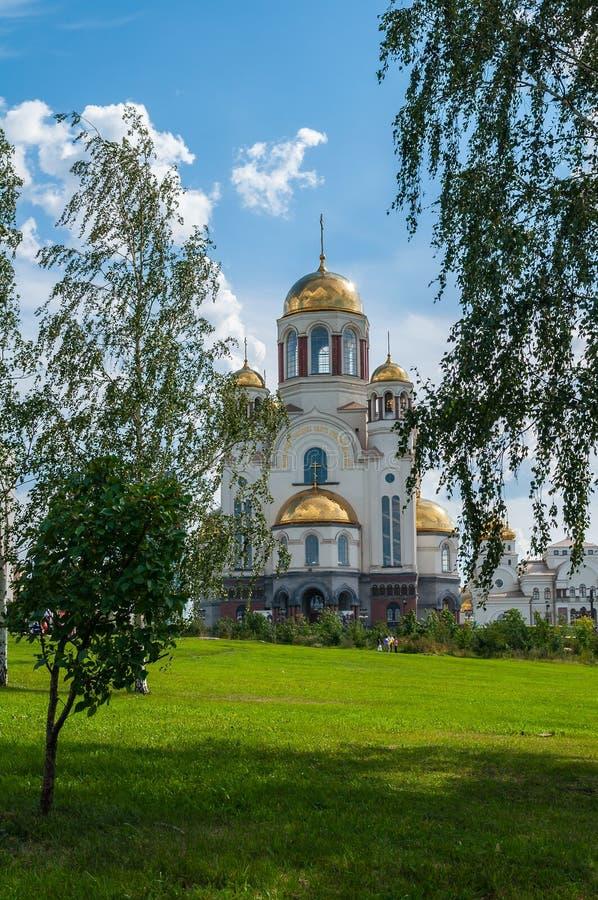 Die Kirche auf Blut zu Ehren aller Heiligen glänzend im russischen Land in Jekaterinburg, Russland stockfoto