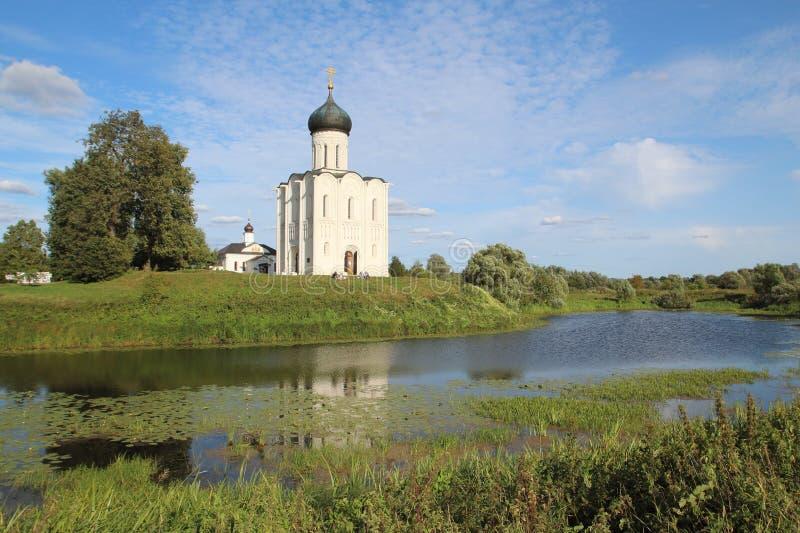 Die Kirche der Fürbitte der heiligen Jungfrau auf dem Nerl-Fluss, Russland stockfoto