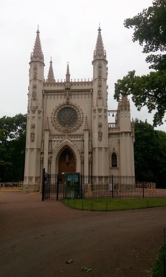 die Kirche in der gotischen Art lizenzfreie stockbilder