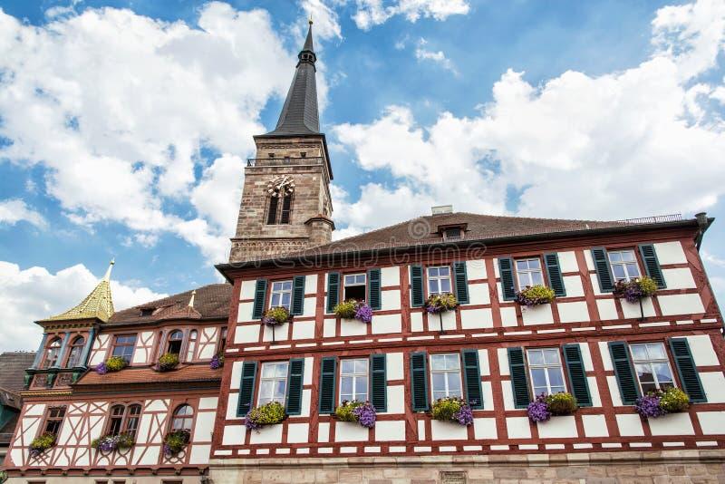 Die Kirche des Heiligen Johannes und St Martin, Schwabach, Bavari stockbilder