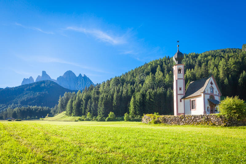 Die Kirche von San Giovanni in Dolomiti-Region - Italien lizenzfreies stockfoto
