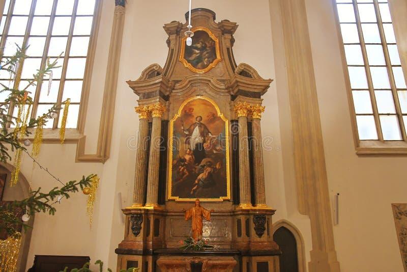 Die Kirche von St. Jakob das Älteste ist eine späte gotische DreiKirchenschiffhallenkirche, die auf Jakub Square im Brno gelegen  lizenzfreie stockfotos