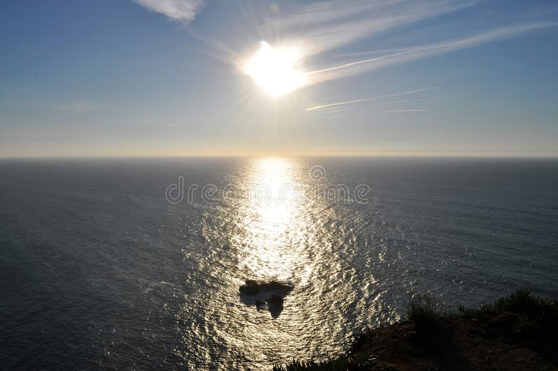 Die Klippe im sonnen- Kap Roca lizenzfreie stockfotos